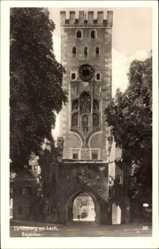Postcard Landsberg am Lech in Oberbayern, Blick durch das Bayertor und Turm