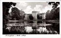 Postcard Ludwigslust Mecklenburg, Blick auf das Schloss, Ruine, See