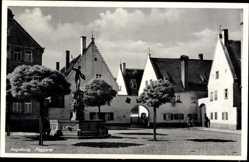 Postcard Augsburg in Schwaben, Blick auf die Fuggerei, Brunnen, Platz