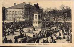 Postcard Luxemburg, Place Guillaume, Wilhelmsplatz, Reiterdenkmal