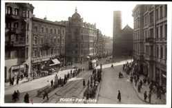 Foto Ak Poznań Posen, Petriplatz, Passanten, Straßenbahn