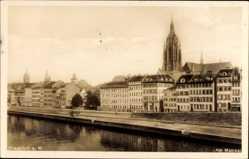 Postcard Frankfurt am Main, Partie am Mainkai, Häuserfront, Kirchturm