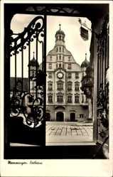 Postcard Memmingen an der Iller Schwaben, Blick vom Tor auf das Rathaus