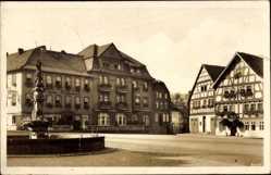 Postcard Vacha Rhön im Wartburgkreis, Partie am Markt, Brunnen, Gasthaus A. Güth