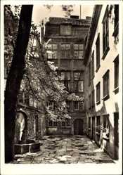 Ak Gdańsk Danzig, Uphagenhaus, Langgasse 12, von 1776, Hof, Brunnen