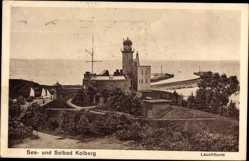 Ak Kołobrzeg Kolberg Pommern, Blick auf den Leuchtturm, Segelboot