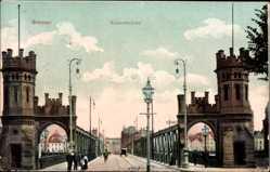 Postcard Hansestadt Bremen, Blick auf die Kaiserbrücke, Straße, Passanten
