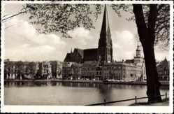 Postcard Schwerin in Mecklenburg Vorpommern, Am Pfaffenteich mit Dom