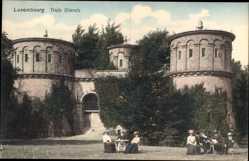 Postcard Luxemburg, Trois Glands, Drei Türme, Frauen und Männer an Tischen
