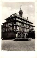 Postcard Vacha Rhön im Wartburgkreis, Blick auf einen Platz und Rathaus, Brunnen