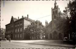 Foto Ak Oberhausen Sterkrade am Rhein, Friedenskirche und Schule