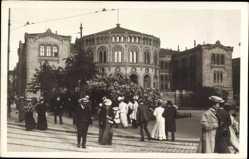 Foto Ak Christiania Oslo Norwegen, Straßenpartie, Stortinget,Parlament,Passanten
