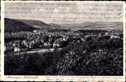 Postcard Meiningen in Südthüringen, Totalansicht der Ortschaft, Berge, Häuser