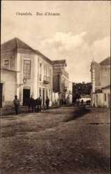 Postcard Grandola Portugal, Rua d'Alcazer, Straßenpartie, Passanten, Gebäude