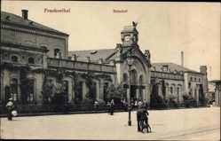 Postcard Frankenthal in Rheinland Pfalz, Blick auf den Bahnhof, Straßenseite