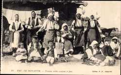 Postcard Monastir Bitola Mazedonien, Femmes serbes occupees a filer, Serben