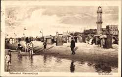 Postcard Rostock Warnemünde, Ostseebad, Strandleben mit Leuchtturm