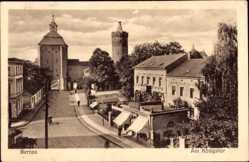 Postcard Bernau bei Berlin, Partie am Königstor, Straßenzug, Geschäft