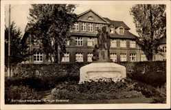 Postcard Mengede Dortmund, Ansicht vom Kriegerehrenmal, Gebäude