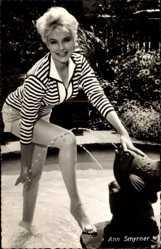 Ak Schauspielerin Ann Smyrner, Lange Beine, Blond