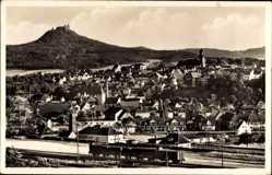 Postcard Hechingen, Stadtpanorama, Gleise, Berghang, Schloss, Glockenturm, Eisenbahn