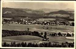 Postcard Isny Allgäu, Stadtpanorama, Felder, Glockenturm, Waldhang