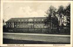 Postcard Graal Müritz im Kreis Rostock, Straßenpartie am Straßenbahnerheim