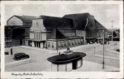 Ak Legnica Liegnitz Schlesien, Bahnhofsplatz mit Bahnhof