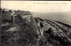 Ak Saint Adresse Seine Maritime, Cap de la Heve, Sur la Falaise