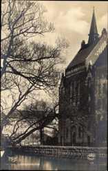 Postcard Orebro Schweden, Trefaldighetskyrkan, Blick auf die Dreifaltigkeitskirche