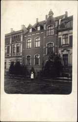 Foto Ak Münster in Westfalen, Blick auf ein Wohnhaus, Straßenpartie