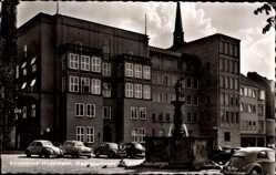Postcard Hildesheim in Niedersachsen, Stadtsparkasse mit Rolandbrunnen