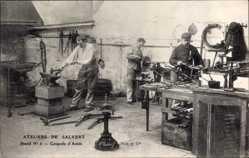 Ak Ateliers de Salvert, Stand No 6, Coupole d'Antin, Metallwerkstätte, Amboss