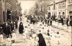 Foto Ak Comines Warneton Wallonien Hennegau, Festumzug, Nonnen, Kinder