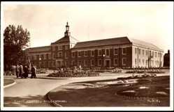 Postcard Gillingham South East England, Civic Centre, Parkanlage, Gebäude