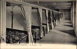 Postcard Soligny la Trappe Ain, Un Dortoir, Schlafzimmer, Betten