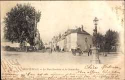 Postcard Montereau Seine et Marne, La Place Gambetta et la Grande Rue
