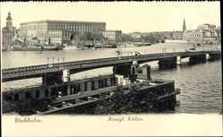Postcard Stockholm Schweden, Brücke mit Blick auf das Königliche Schloss