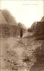 Foto Ak Syrien, Rue dans un Village, Straße im Dorf, Lehmhütten