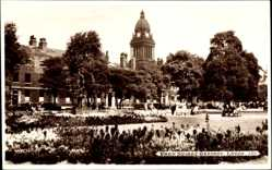 Postcard Leeds Yorkshire England, Park Square Gardens, Grünanlagen, Turmuhr