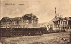 Postcard Euskirchen in Nordrhein Westfalen, Straßenpartie mit Blick auf die Kaserne