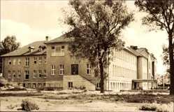 Postcard Zehdenick im Kreis Oberhavel, Blick auf die Polyklinik, Fassade