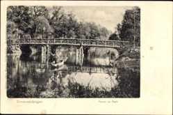 Postcard Donaueschingen im Schwarzwald Baar Kreis, Partie im Park, Holzbrücke