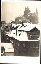 Foto Ak Erfurt Thüringen, Blick auf den Dom im Winter, Häuser, Schnee