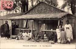Ak Village Africain, les Bijoutiers, Schmuckmacher, Juweliere, Einheimische