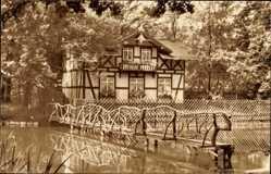 Postcard Greiz in Thüringen, Schwanenhäuschen im Leninpark, Fachwerkhaus