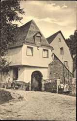 Postcard Ellenz Poltersdorf Rheinland Pfalz, Altes Bauernhaus, Kuh, Kinder im Eingang