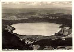 Postcard Glees Eifel, Blick auf den Laacher See und die Abtei, Fliegeraufnahme