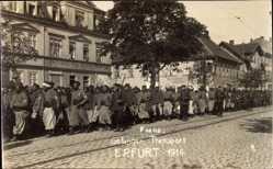 Foto Ak Erfurt in Thüringen, Franz. Kriegsgefangenentransport 1914, Bäckerei