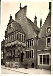 Postcard Lemgo in Nordrhein Westfalen, Partie an der Vorhalle des Rathauses